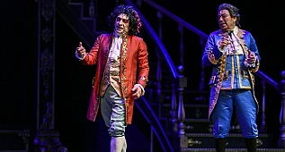 Okan Bayülgen ve Selçuk Yöntem'li Amadeus oyunu seyirci yorumları